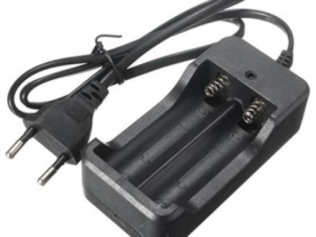 KIK KX102632 Nabíjačka batérií 3,7V / 4.2V 18650
