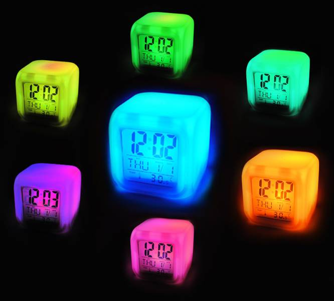 ISO 149 Svietiace LED budík Chameleon 7 farieb