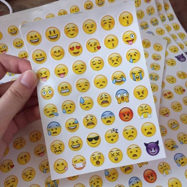 KIK Samolepky Emoji 48ks